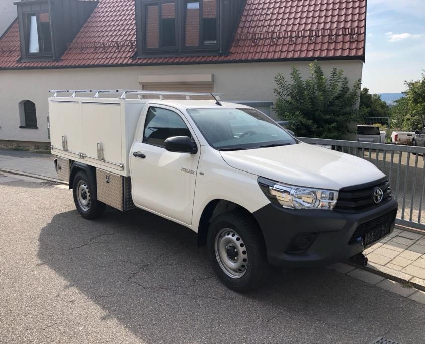 Gewerbefahrzeug Toyota Hilux Festaufbau