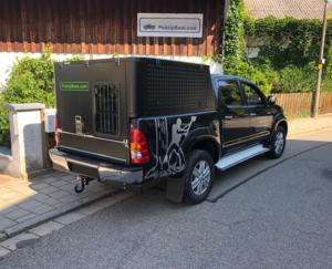 Pickup Hardtop mit Gitter an Hecktüre für Hundetransport